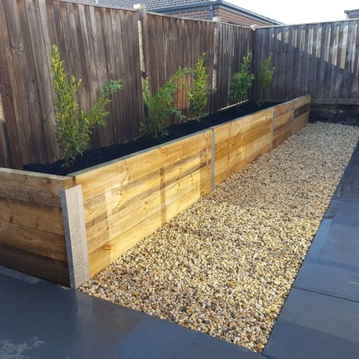 frontier-backyard-retaining-wall